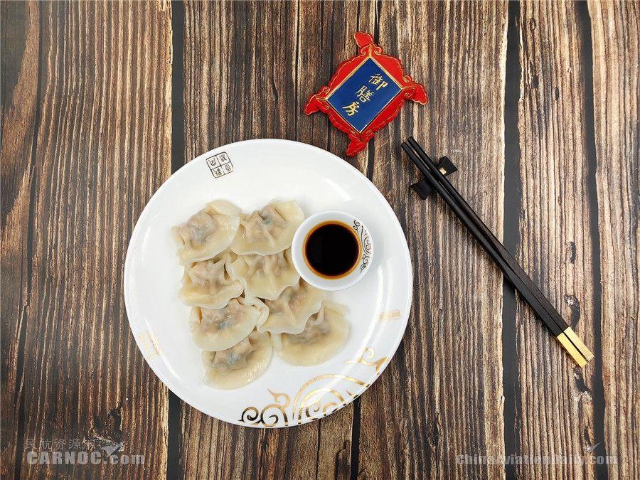 舌尖上的春运 首都航空机上为旅客配送饺子