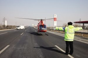 天津举行高速空中应急救援演练 交警直升机巡航