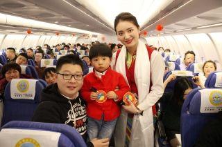 西藏航空开展新春特色机上活动 温暖回家路