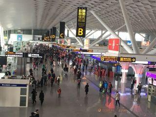 郑州机场春节前三天运行平稳 值机柜台有临时调整