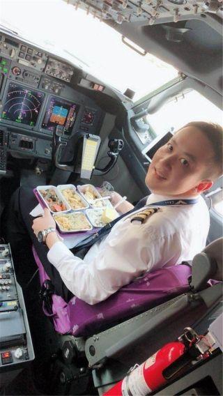 飞行员章波:我在天津,服务从未打烊,安全送旅客回家团圆我的天职!