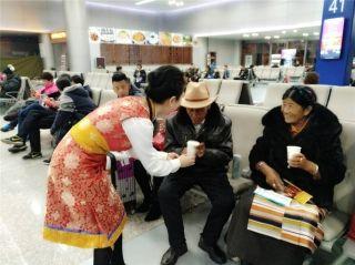 西藏航空地服部与赴藏旅客共度藏历新年