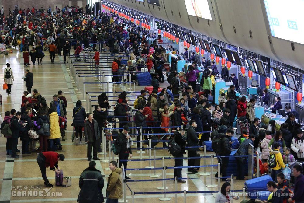 哈尔滨机场迎来返程客流高峰