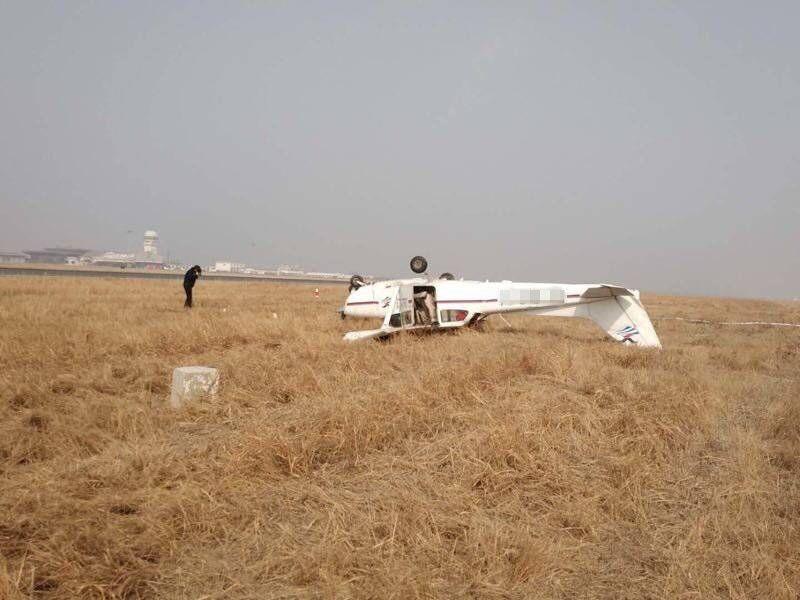一架赛斯纳172S飞行训练时发生翻扣 一人受伤