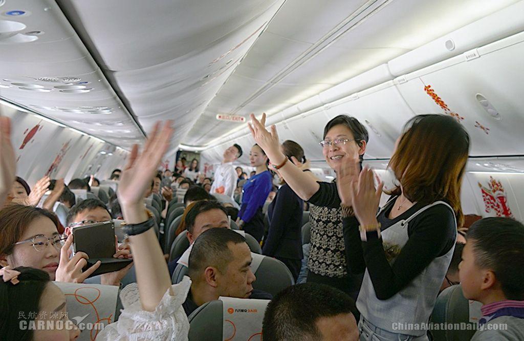 空乘自创健身舞倡导乘机新体验 万米高空闹元宵