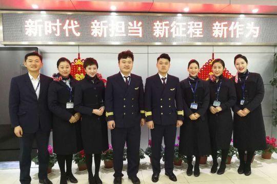 东航青岛飞行部于龙机长顺利单飞