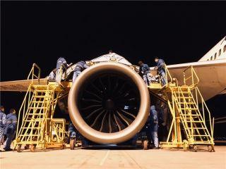 2月7日,B787飞机B-2762孔探发现故障,需临时换发。飞机维修工程部仅用两天时间就完成了平日里三到四天的工作量,创造了厦门航空公司波音787机队GEnx-1B更换发动机的时间记录。 (摄影:高辉)