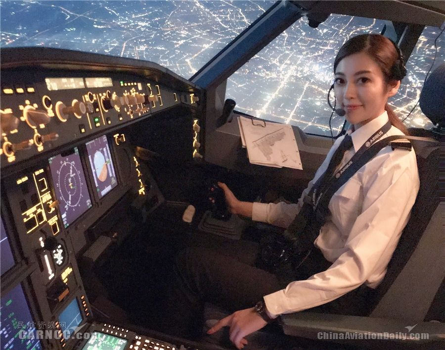 西藏航空女飞行员段瑞莹:美人如花在云端