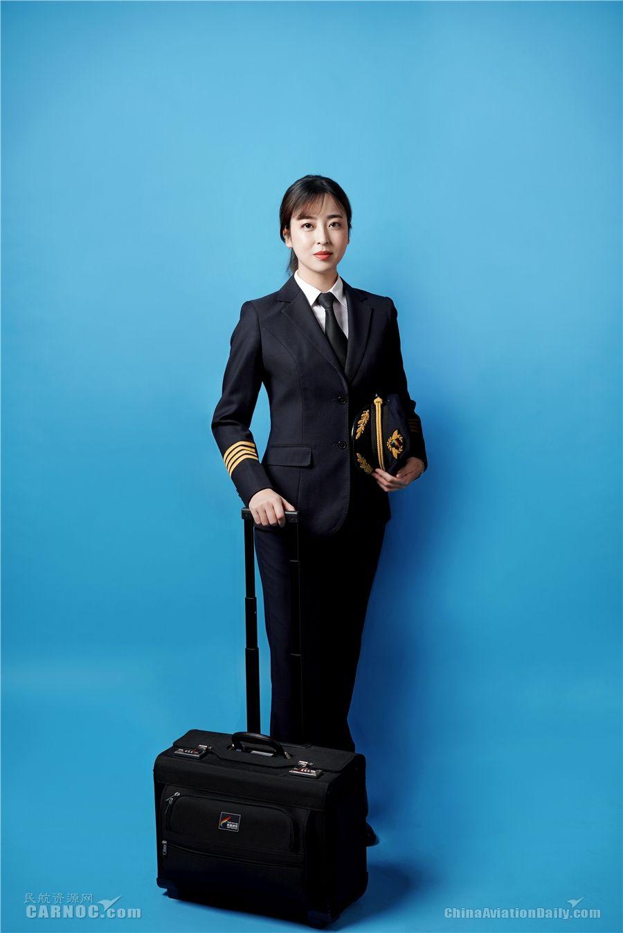 巾帼风采:西藏航空首任高高原航线女机长