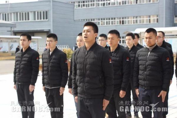 四川龙浩航校迎来25名川航飞行学员