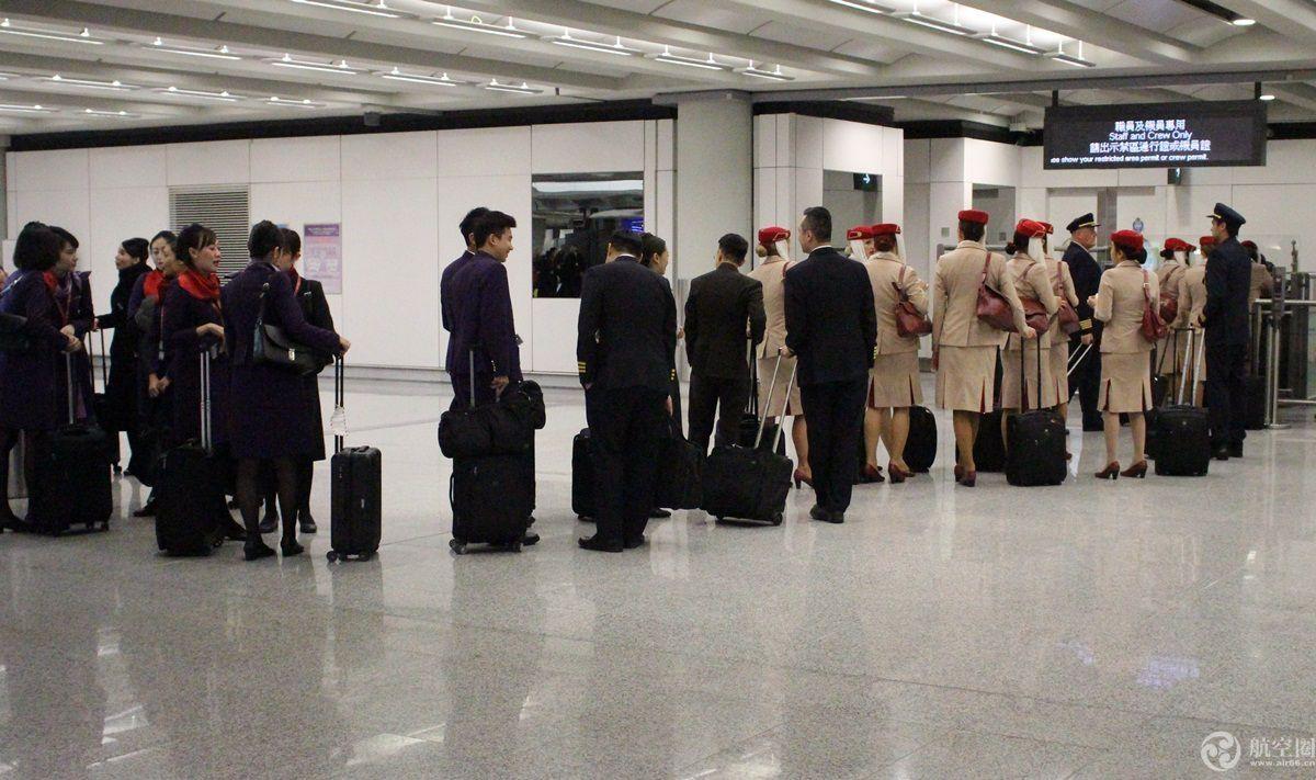 民航通早新闻--新加坡空姐违规未安检致航班延误 香港机场调查