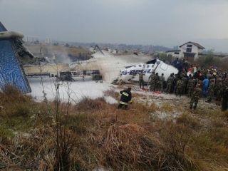 一客机在尼泊尔坠毁 目前伤亡人数不明
