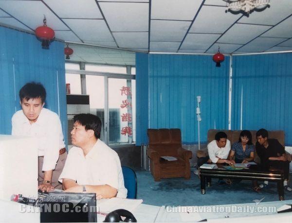 20年前的沈阳塔台工作场景(左一为杨旭)