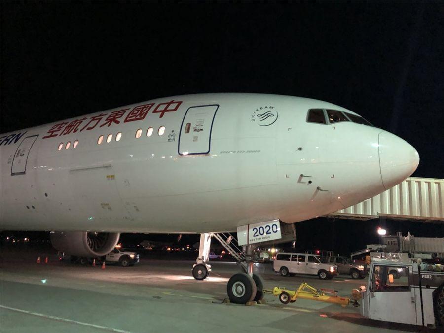 东航上海飞纽约航班空中放油30吨备降救人