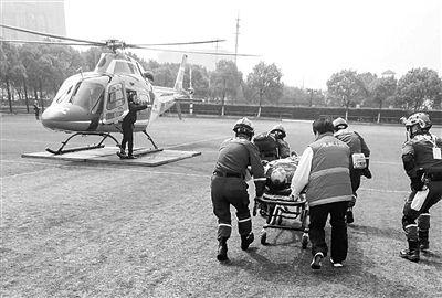 无锡马拉松25日开跑 3选手被抬上直升机送医