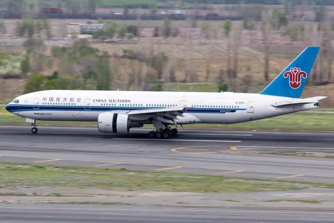 别了大7 南航B-2053波音777-200飞机退役