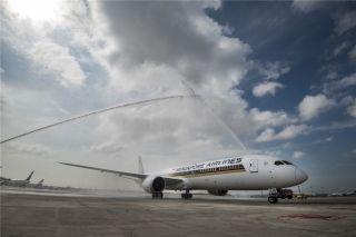 新航全球首架波音787-10客机飞抵新加坡
