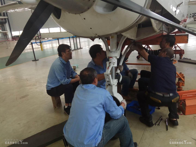 珠海通航完成B-0407飞机拆浮筒安装起落架任务
