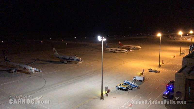吐鲁番机场全力保障大面积备降航班