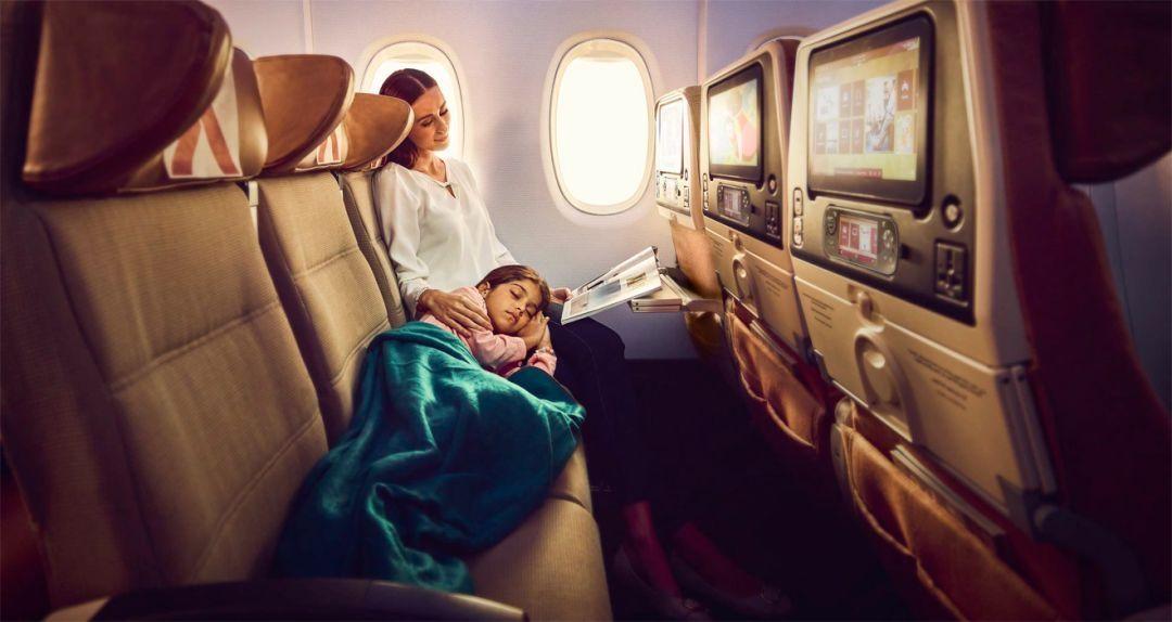 """父母""""拍下""""相邻座位,为孩子创造一个安稳睡眠空间"""
