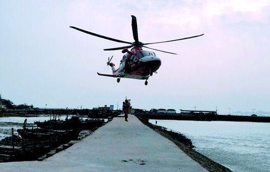 游客被困灵山岛 直升机悬停救援成功接回