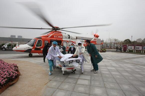 驻马店一病人突发主动脉夹层 直升机免费转运