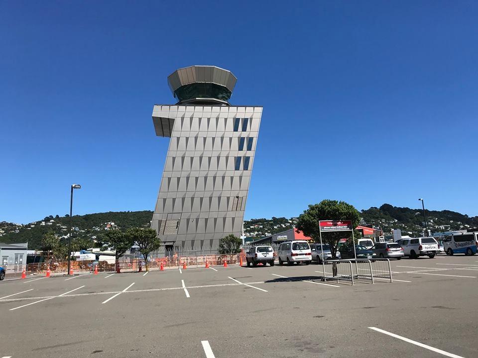 位置独特!惠灵顿机场空管双塔新旧更迭