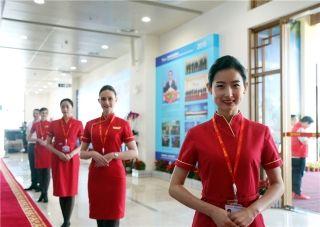 博鳌机场挑选优秀贵宾服务员组成专项保障小组,强调每个服务动作细节的标准化