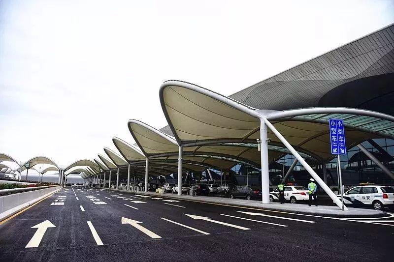 零距离换乘 综合交通中心与白云机场T2同步启用