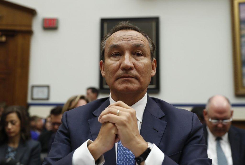 美联航CEO弃拿2017年奖金 董事长将让位