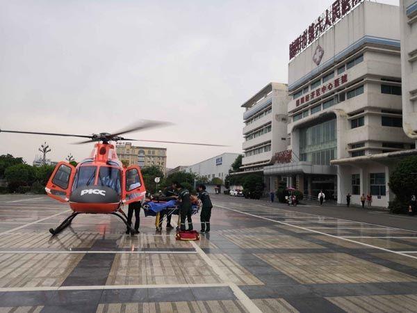 8分钟赶赴现场 德阳首次对病人实施直升机救援