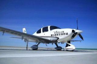 富蕴机场大风天气保障爱飞客SR20低空飞行训练