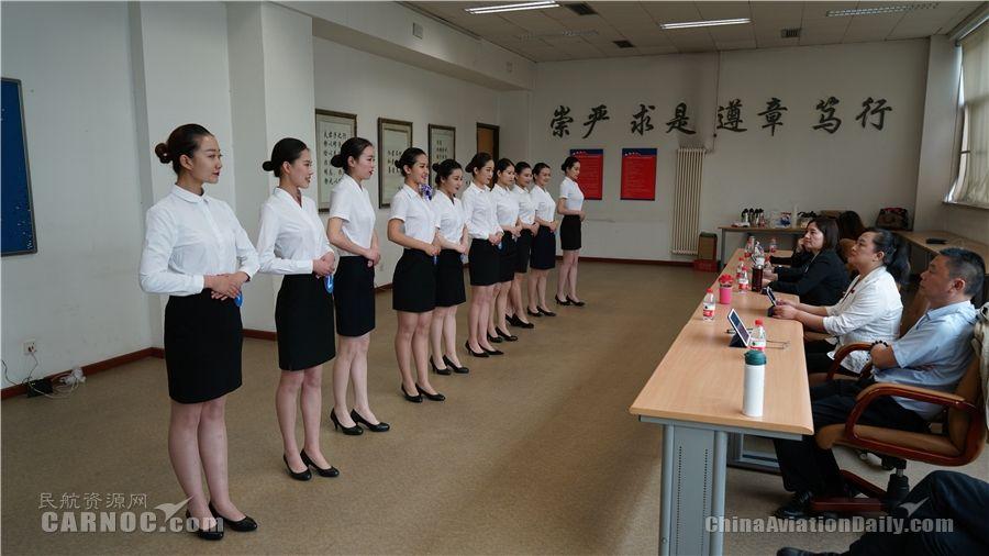 中国联航招聘乘务员、安全员 6000余人报名参加