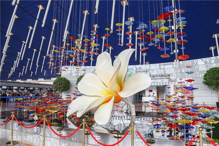 浦东机场海派时尚艺术装置亮相公众区