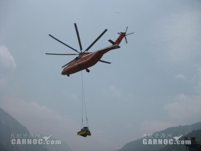 中国飞龙通航米-26直升机参与2008汶川地震救援。摄影:张树才