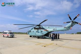 解放军出动直升机赴西沙海域转运重病渔民