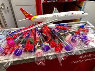 """首都航空举办""""感恩母亲节""""机上主题活动"""