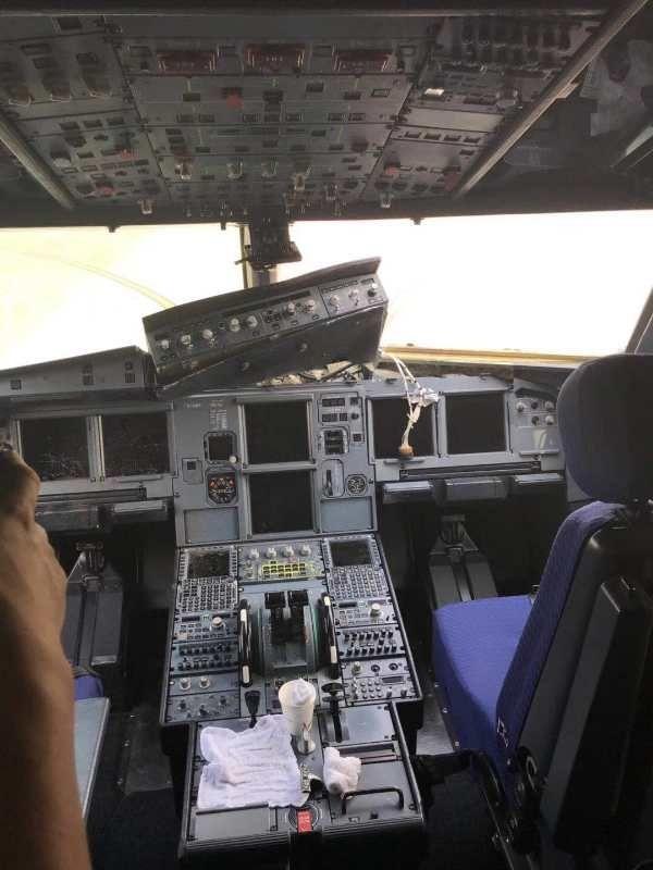 飞机平安着陆后,后续图片才开始流出