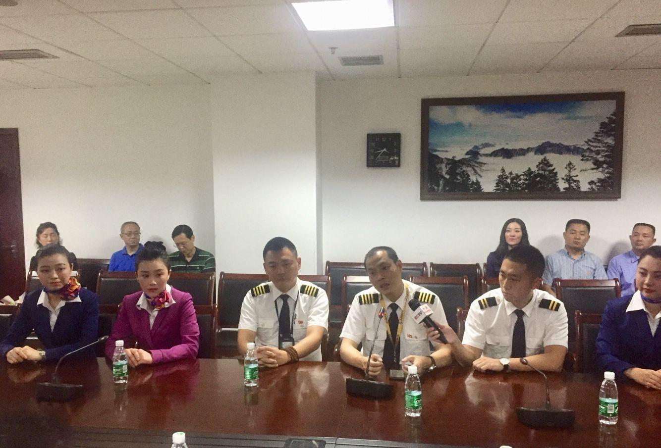 川航官方披露3U8633重庆至拉萨航班情况