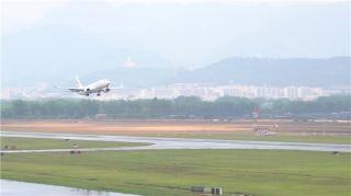 瑞丽航空完成波音737-800芒市机场首次试飞