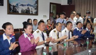 川航英雄机组首次亮相:旅客安全是使命