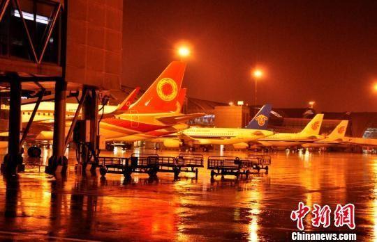 雷暴天气已致成都机场74个航班取消