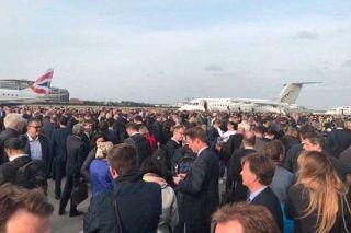 伦敦机场误拉响火警警报 数百乘客滞留停机坪