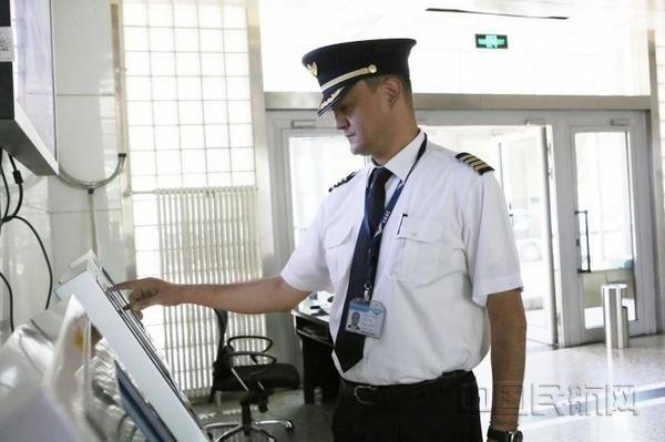 王锐:认真告别 陪伴我1/3飞行生涯的你