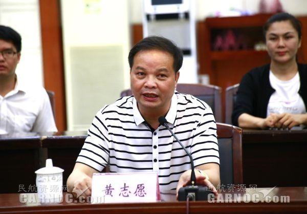 平果县县委书记黄志愿在签约仪式上讲话。