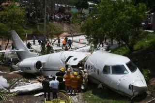 美企私人飞机洪都拉斯着陆失败 机体从中部断裂