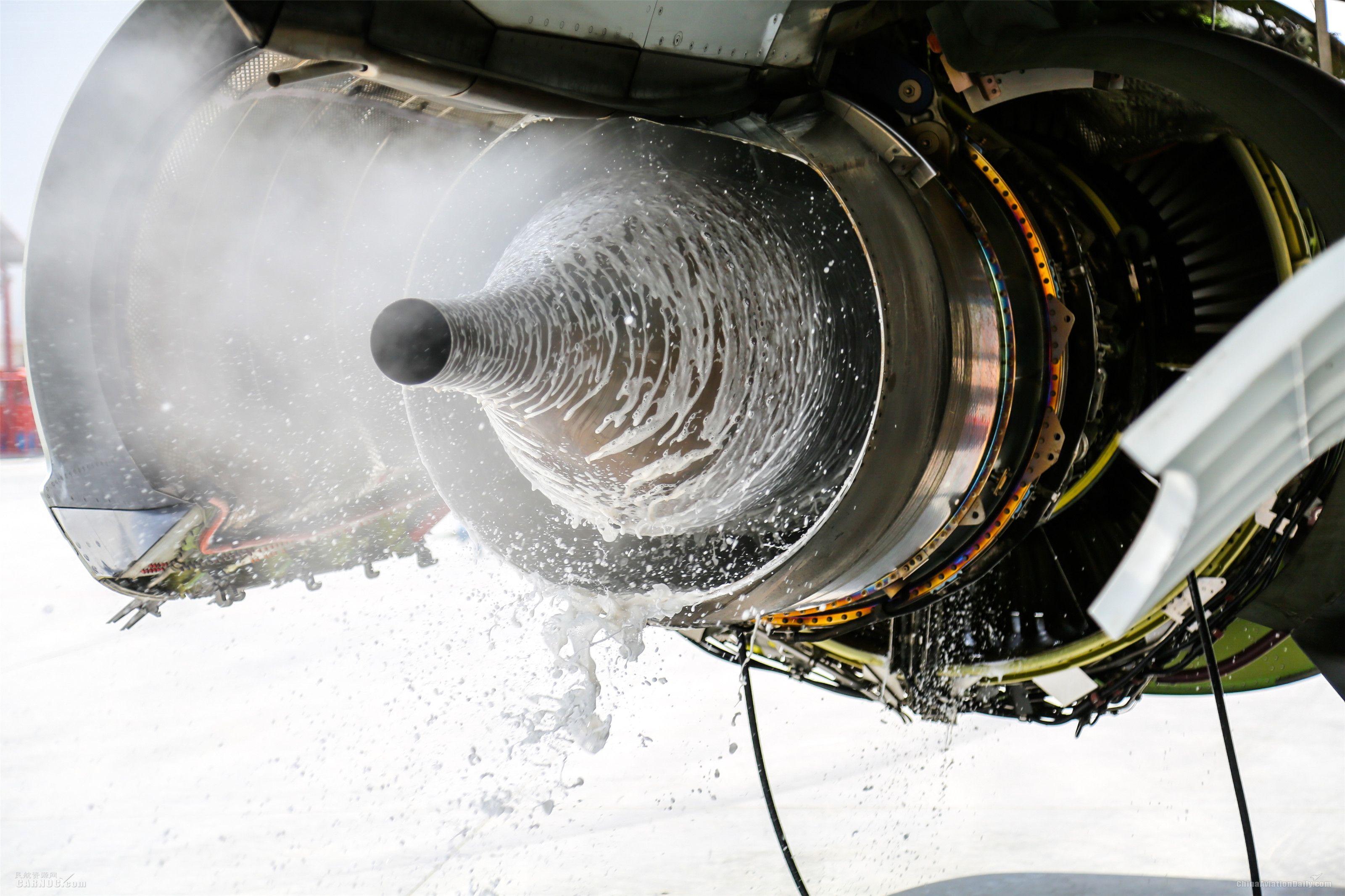 """飞机发动机洗澡,也用热水、""""沐浴露"""""""