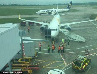 斯坦斯特德机场两架飞机发生剐蹭