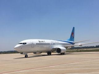郑州航空港区引进首架波音飞机抵达郑州机场