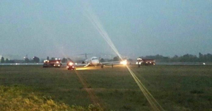 基辅机场一客机降落时冲出跑道 机场短暂关闭